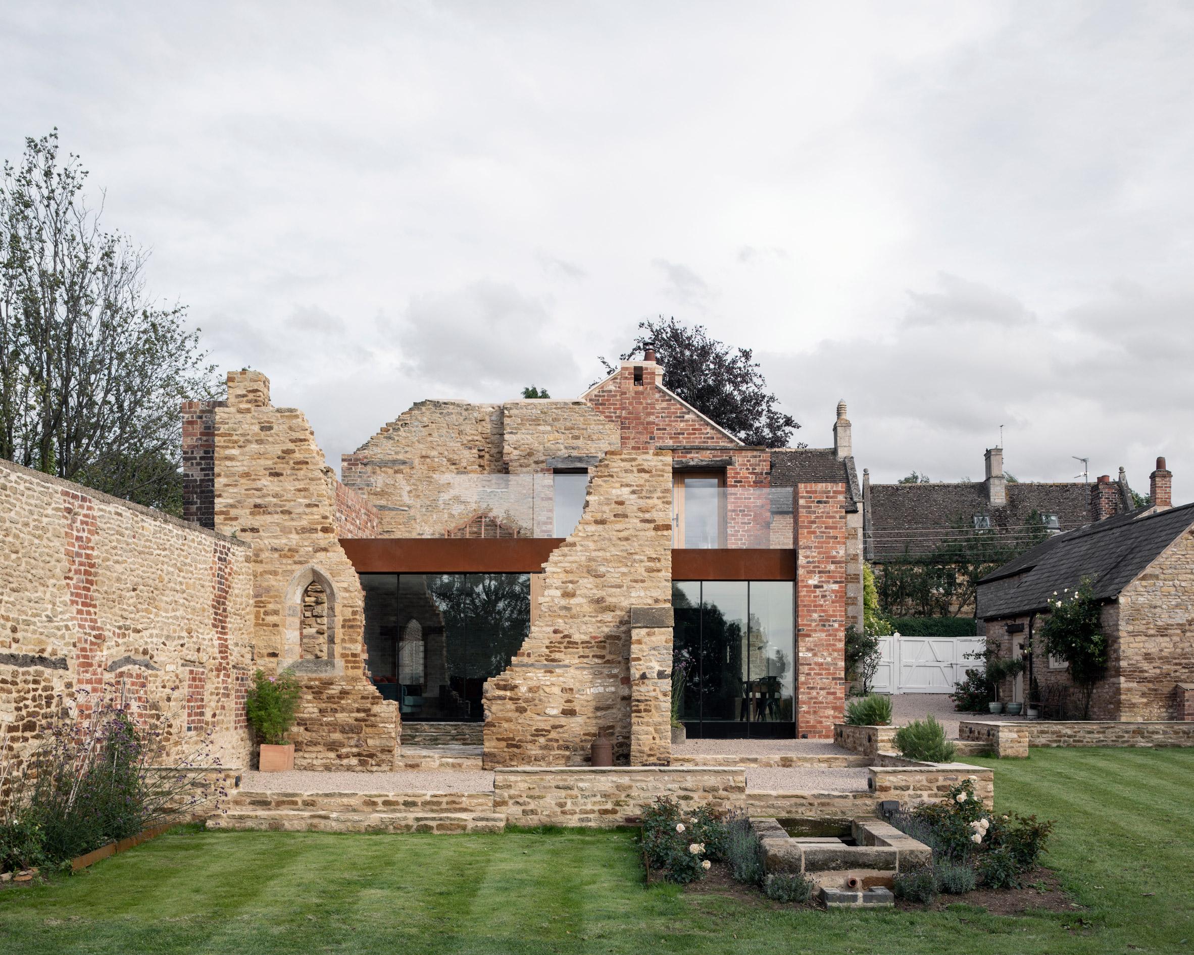 Реставрирана къща от 17 век в Англия от Will Gamble Architects