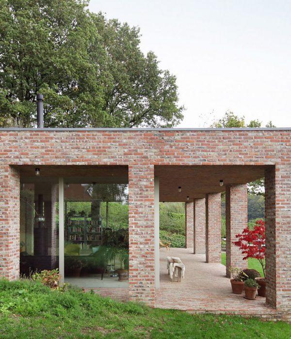 Sloped Villa в Белгия от Studio Okami Architecten