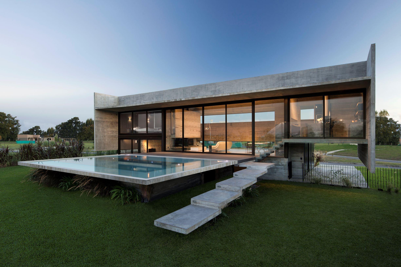 Къща от бетон и стъкло на Luciano Kruk Arquitectos